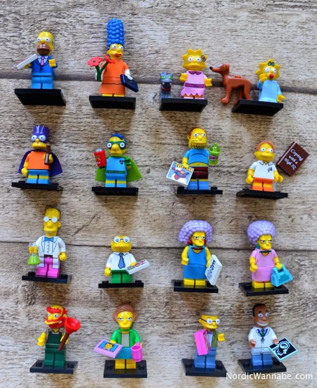 LEGO Simpsons Homer im Sonntagsanzug  Marge im hübschen Kleid  Bart als Bartman  Lisa mit Snowball II  Milhouse als Fallout Boy  Maggie mit Weihnachtskobold  Smithers  Patty  Selma  Comicbuchverkäufer  Hausmeister Willie  Edna Krabappel  Dr. Hibbert  Professor Frink  Hans Moleman  Martin Prince