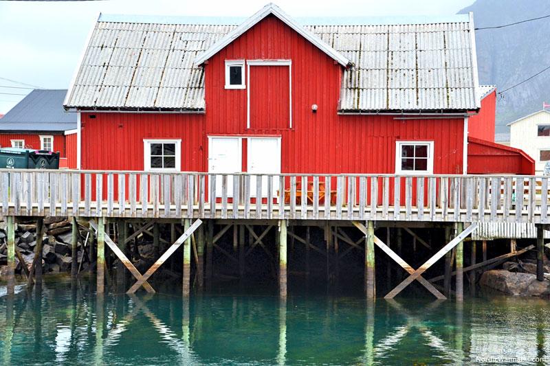 lofoten inselgruppe norwegen wei er strand rote holz. Black Bedroom Furniture Sets. Home Design Ideas