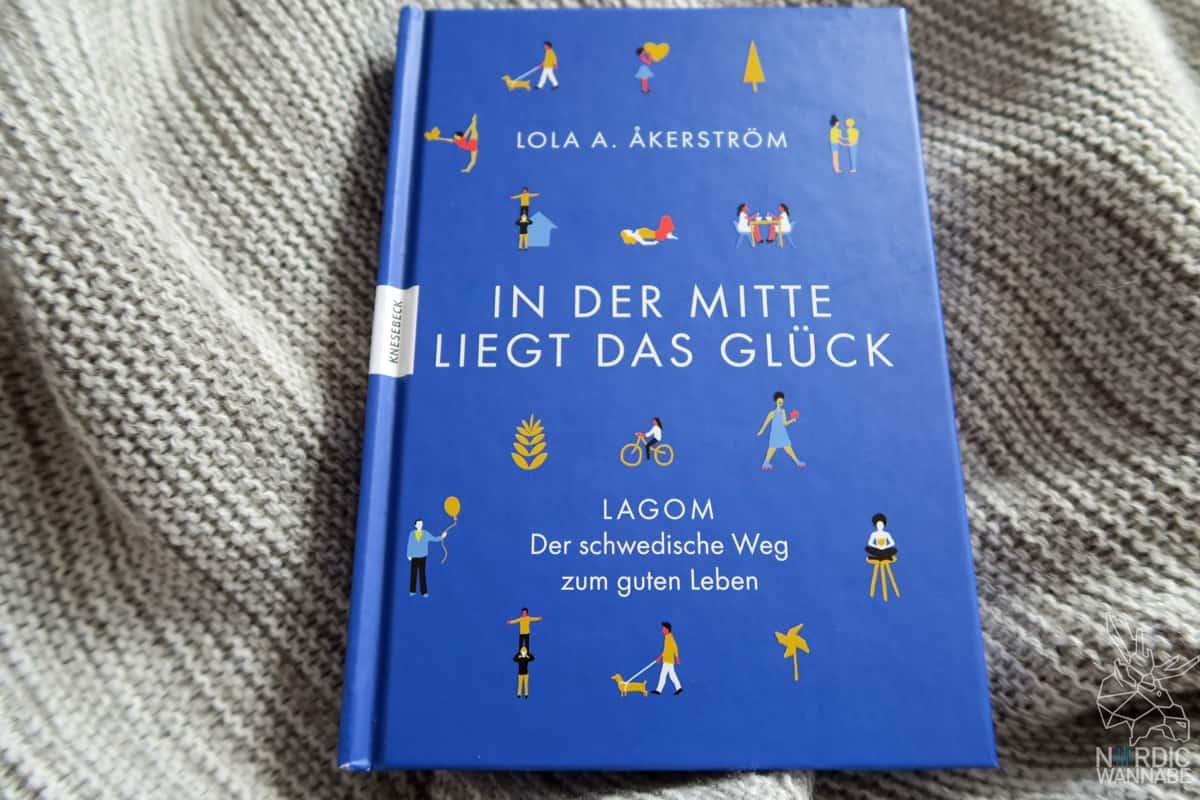 Was ist Lagom, Lagom Spruch, Definition, Blog, Schweden, schwedischer Lifestyle, IKEA, Gleichgewicht, Balance, rote Holzhäuser, IKEA, Knesebeck Verlag, In der Mitte liegt das Glück, Der schwedische Weg zum guten Leben