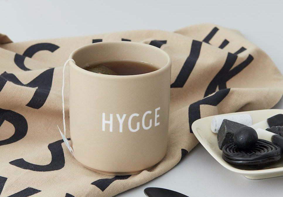hyggelig, HYgge Wohnung,Hygge Tasse, Hygge Becher, Arne Jacobsen, Design Letters , Neuheiten 2020, Dänemark